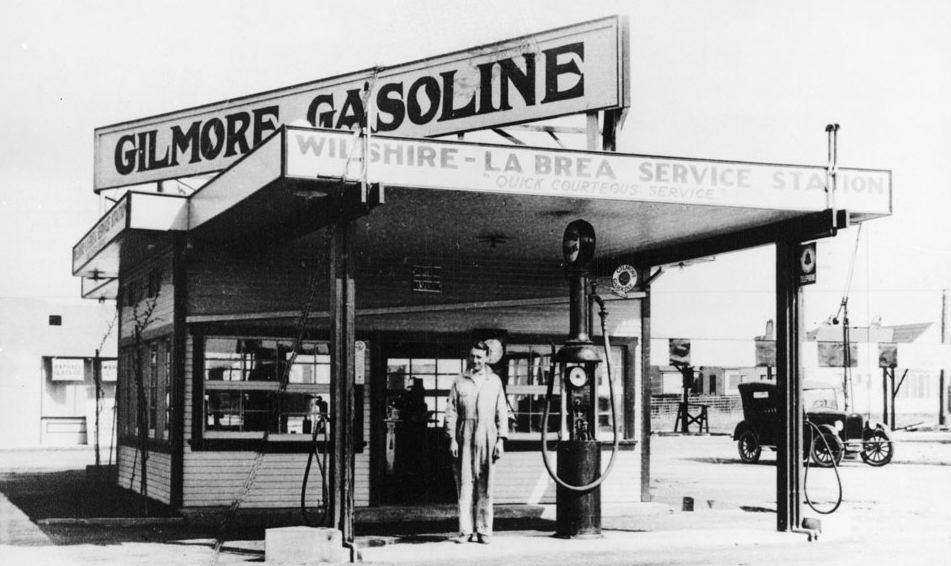 Gilmore_Gas_Station_1920