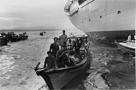 Vietnamese refugees approaching the U.S.S. Durham by boat